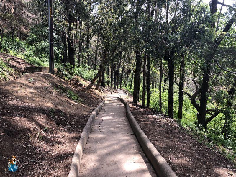 Camino para subir al Cerro de la Cruz en Antigua Guatemala