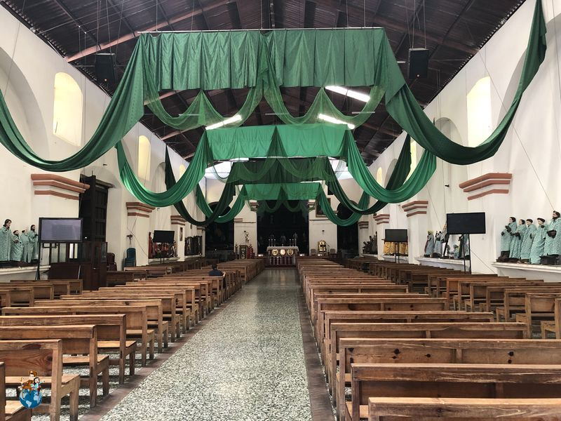 Interior Iglesia de Santiago Apóstol en Santiago Atilán