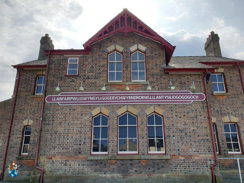 Estación de tren de Llanfairpwllgwyngyllgogerychwyrndrobwllllantysiliogogogoch