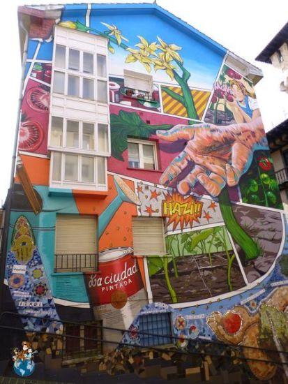 Mural Eskuz-Esku Calle Herrería - Ruta murales Vitoria-Gasteiz