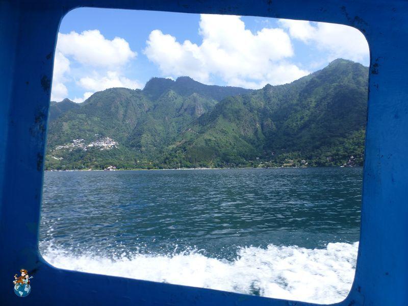 Navegando por el Lago Atilán