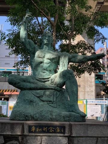 北とぴあ前平和祈念像
