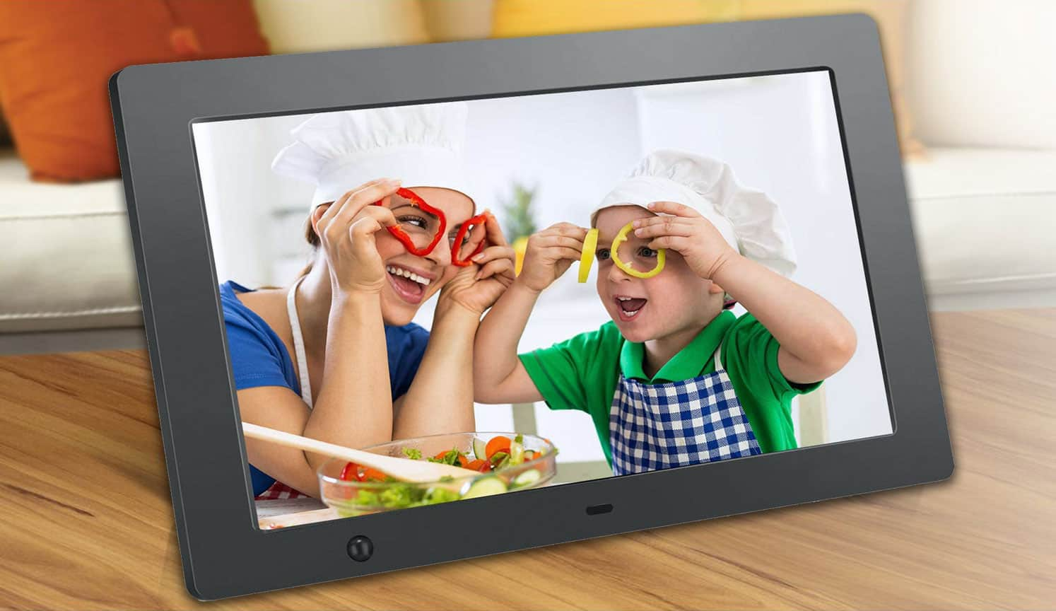 Picture of mom with her kid in a electronic picture frame
