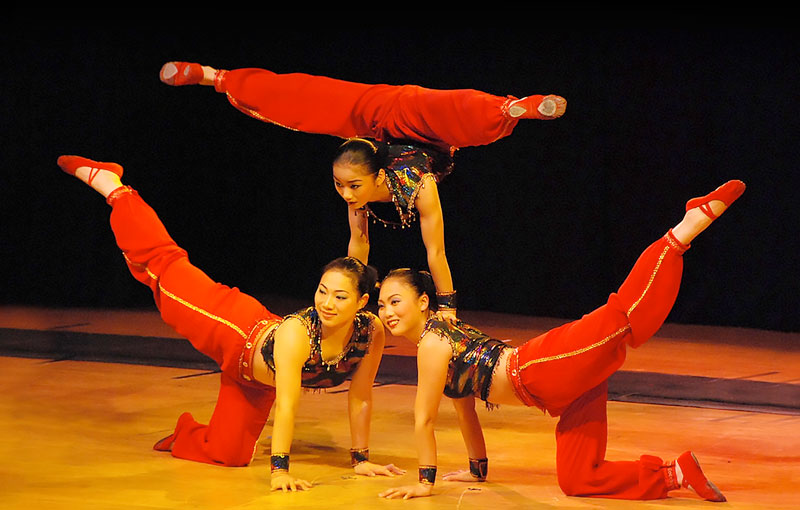 Photo of performance artist the Peking Acrobats