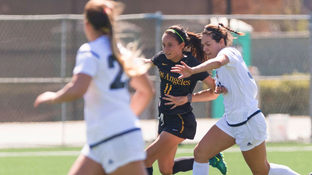Paulina Chaidez sprints past opponents to lead the Golden Eagles to victory.