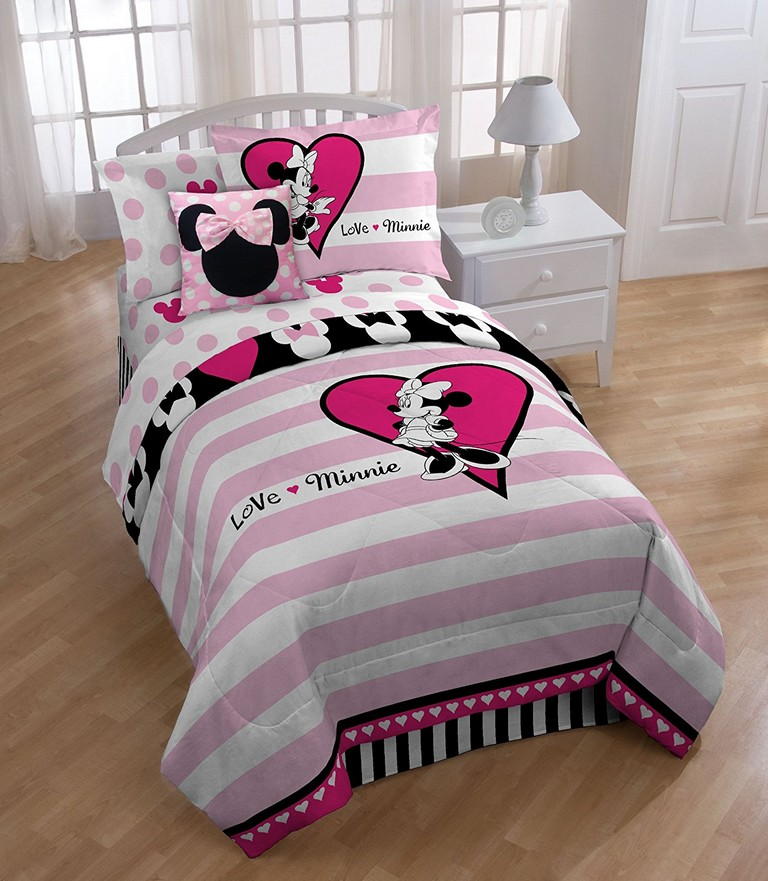 Queen Size Minnie Mouse Bedding Sets