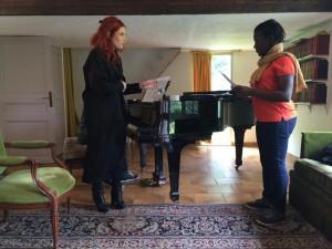 Adeline Toniutti donne un cours de chant jazz - moulin d'Andé
