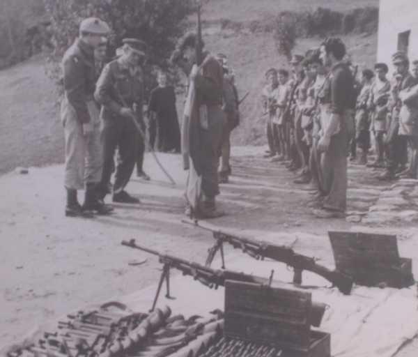 La banda Corbari passata in rassegna dal brigadiere Usher