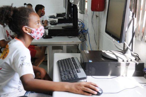Comunicação - internet - estudantes - O Wi-Fi Social é um projeto da Secretaria de Ciência e Tecnologia (Secti) e alcançou hoje 42 pontos em todo o DF. O sinal foi colocado em três diferentes locais da Vila Estrutural