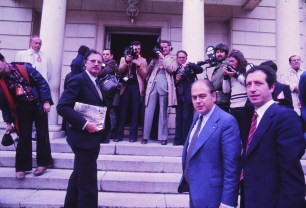 LAS CAUSAS. La necesidad de los pactos estaba motivada por la complicada coyuntura económica del momento. La crisis del petróleo de 1973 afectó en todo el mundo, pero especialmente a España, que importaba el 66% de su energía. En 1977 se superó por primera vez el millón de parados.