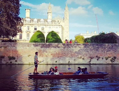 Cambridge punting tours with the Cambridge Punt Company