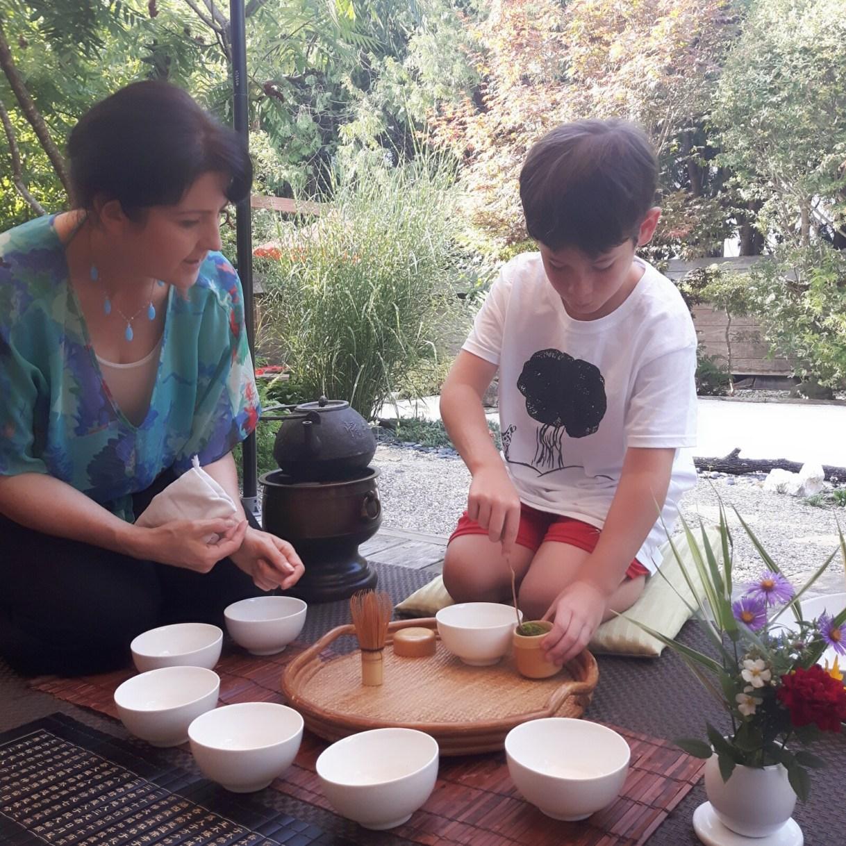Tea coaching little ones