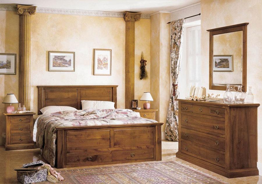 Abbiamo pensato a un programma di letti in legno massello, pensati per arredare la cameretta classica e per la matrimoniale, con tutto lo stile, il fascino. Camera Da Letto Country Rustica Legno