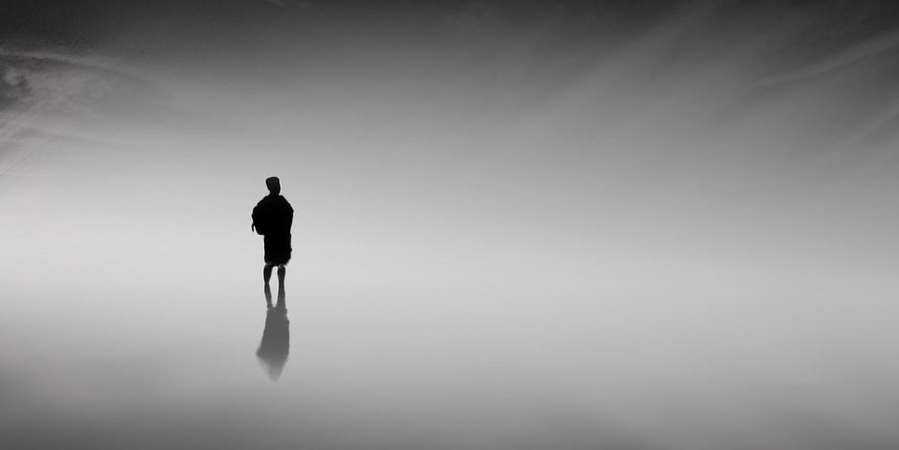How to shoot a minimalist black and white landscape in the daytime