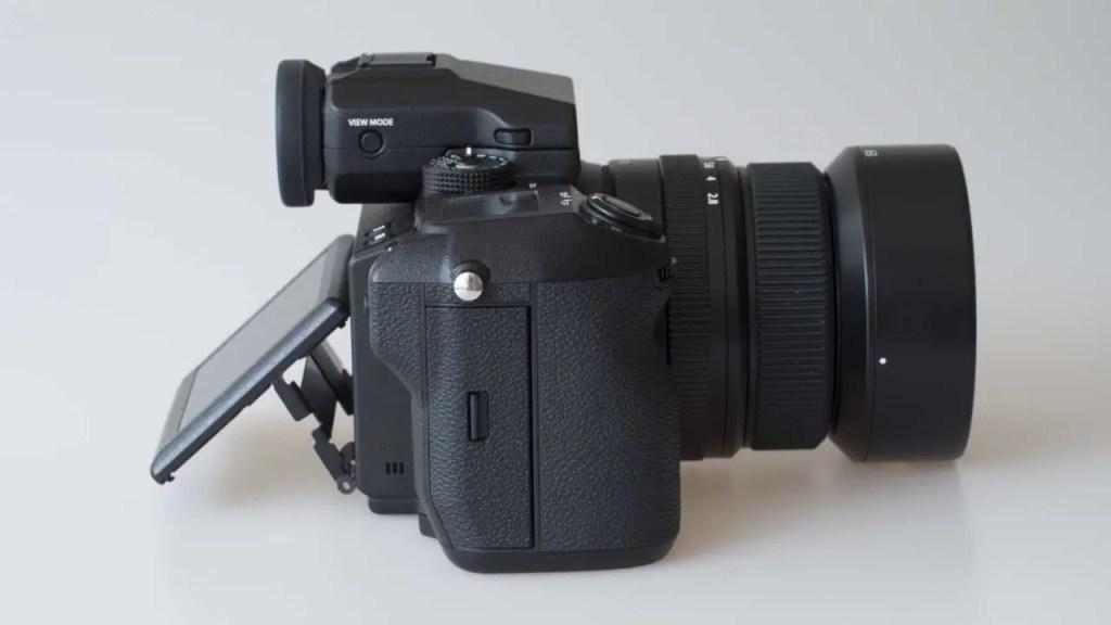 Fuji GFX 50S Review side