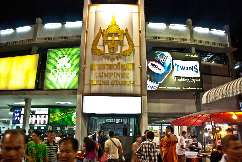 Muay Thai Boxing at the Lumpinee Boxing Stadium