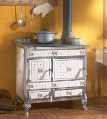 stufe e camini ad asti si occupa della vendita di stufe a legna, stufe a pellet, forni, cucine, caminetti e barbecue. Cucine A Legna In Ceramica Decori Floreali E Funzionalita