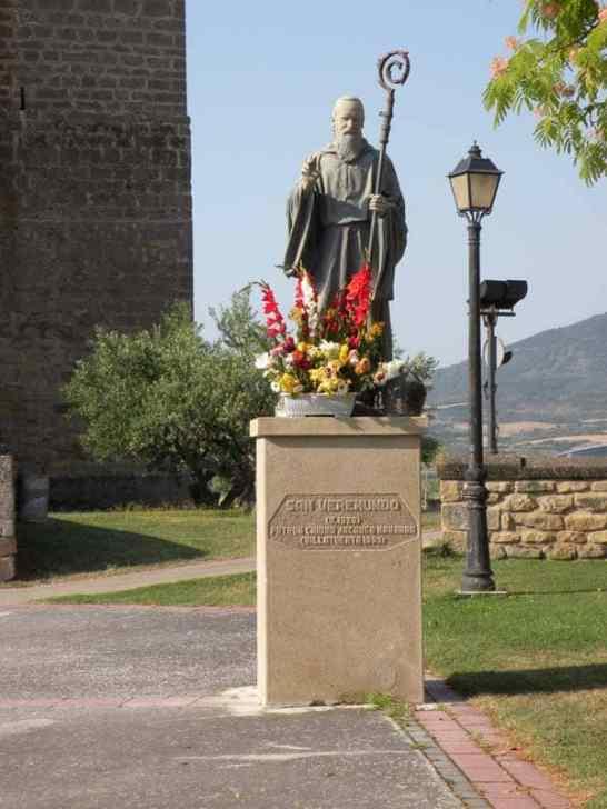 Cirauqui - Villamajor de Monjardin 02 Villatuerta 02 statue