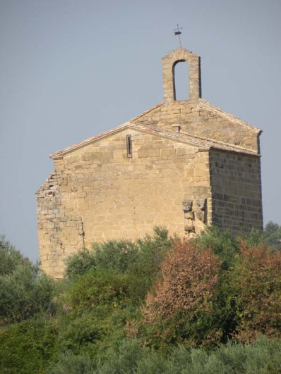 Cirauqui - Villamajor de Monjardin 07 church in countryside detail
