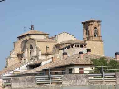 Cirauqui - Villamajor de Monjardin 17 Estella 09 church in town detail