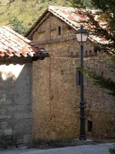 Larrasoana - Cizur Minor 11 house with streetlight