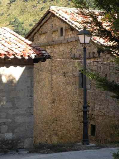 Larrasoana - Cizur Minor 11 house with streetlight
