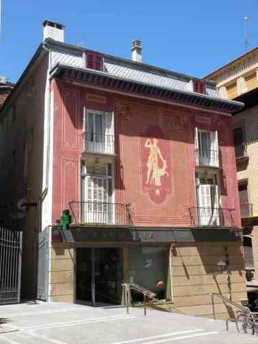 Larrasoana - Cizur Minor 39 Pamplona 14 colored house