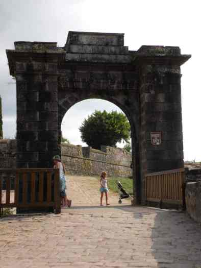 St. Jean PP 20 Citadela 04 inside gate