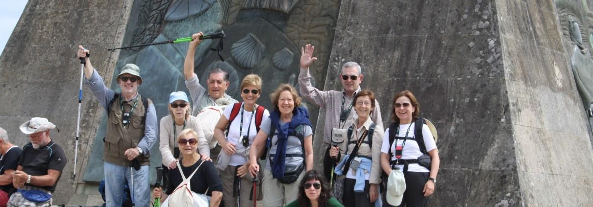 Camino de Santiago organizado en grupo _ guía con grupo