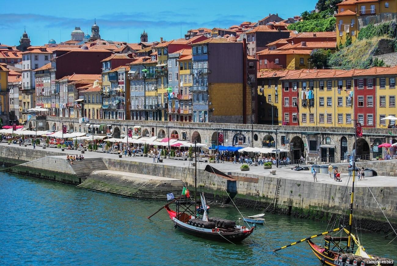 Porto, ciudad Patrimonio de la Humanidad, desde la orilla del Duero