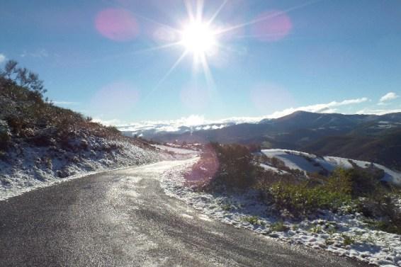 Dag 31 - på vej ned fra O'Cebreiro - første sne faldt denne dag om morgenen