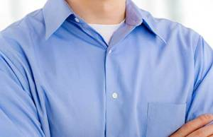 camiseta por baixo da camisa