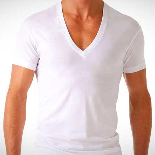1b446a0eb5 Camiseta por baixo da camisa