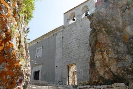 La chiesa della Madonna del girone a Pizzoferrato, di fronte a Casa Casati, teatro dello scontro a fuoco.