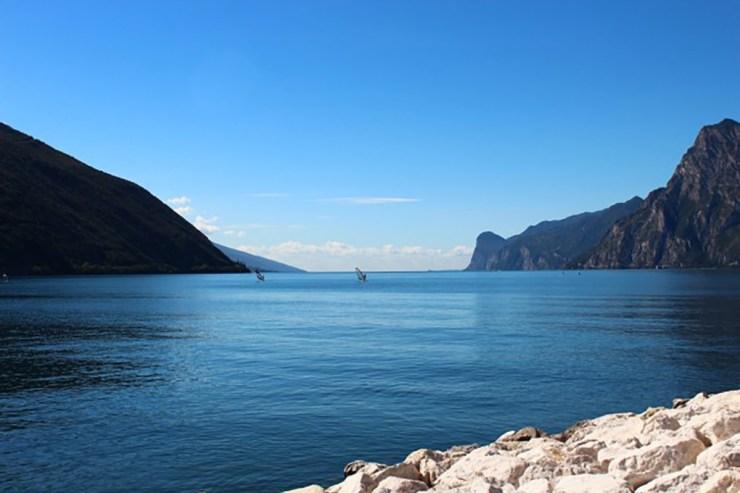 Das Nordufer des Gardasees ist insbesondere bei Wassersportlern beliebt.