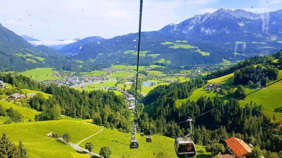 Het dorp vanuit de eerste lift naar 1230m