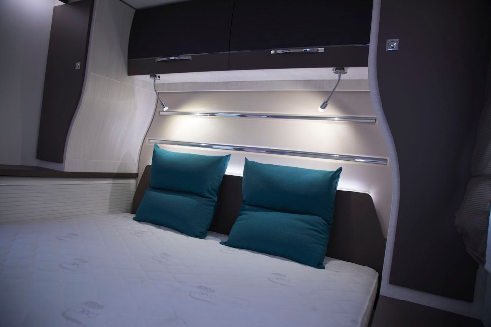 Chausson 728 Queensbed campers noord