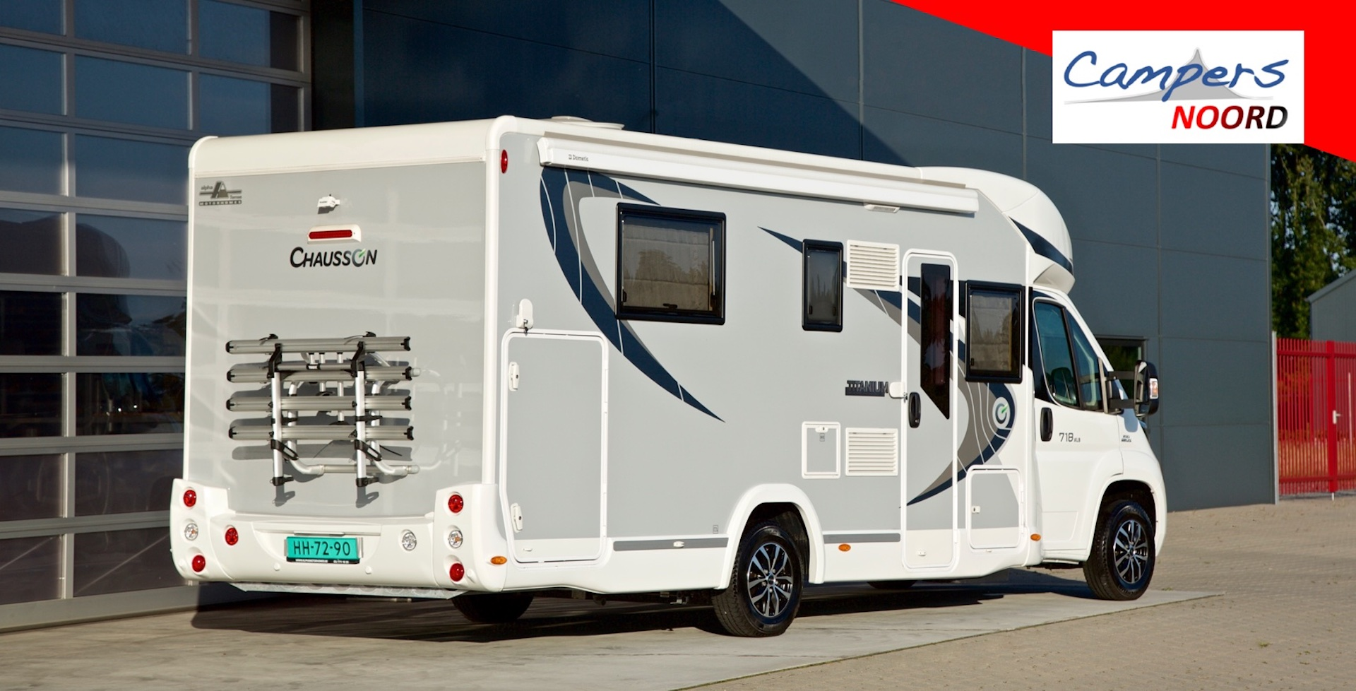 Chausson 718 XLB achterzijde rechts Campers Noord
