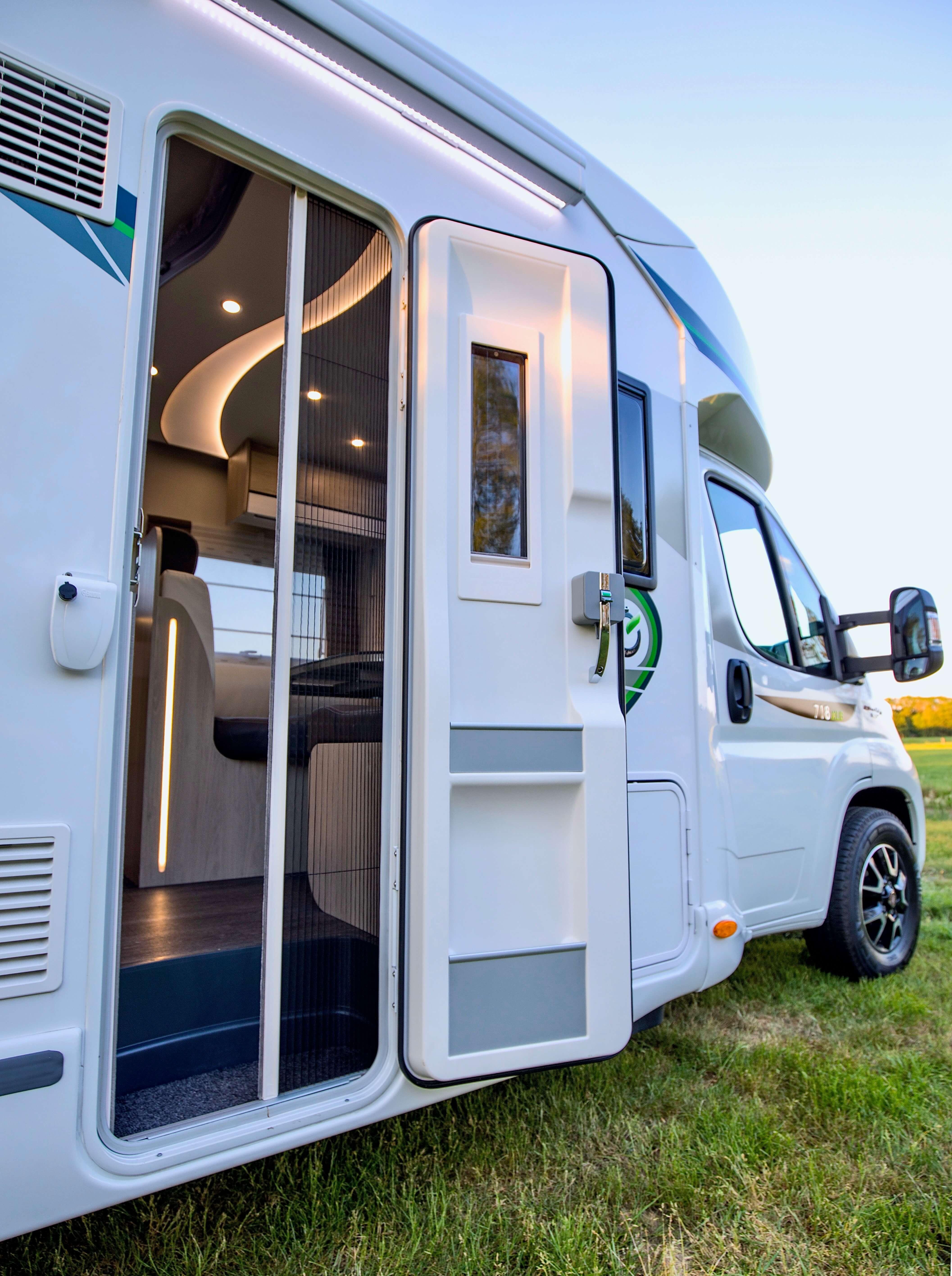 Toegangsdeur Chausson 718 XLB VIP te koop bij Campers Noord