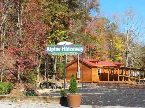 Alpine Hideaway Campground & RV Park in Pigeon Forge Tennessee Entrance