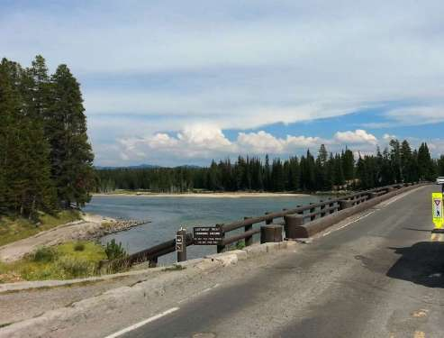 fishing-bridge-rv-park-yellowstone-national-park-01