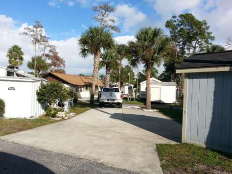Holiday Travel Park in Bunnell Florida Pull thru