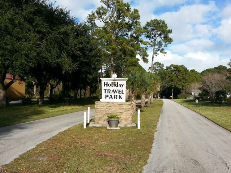 Holiday Travel Park in Bunnell Florida Sign