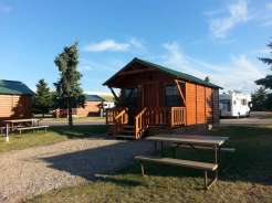 jellystone-rv-park-missoula-montana-cabin