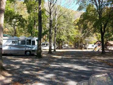 Lazy Daze Campground in Townsend Tennessee Roadway