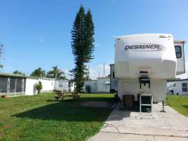 roberts-mobile-home-rv-resort-st-petersburg-florida-backin-site
