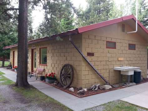 rustic-rv-campground-west-yellowstone-restroom