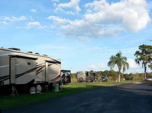 Sun Lake RV Resort in Ruskin Florida RV Sites