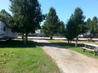 Taneycomo Lakefront Resort and RV Park in Branson Missouri Pull thru
