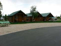 yellowstone-grizzly-rv-park-west-yellowstone-cabins